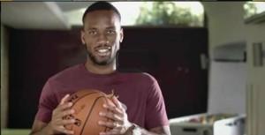 Didier_Drogba_sollicite_pour_une_pub_de_la_NBA