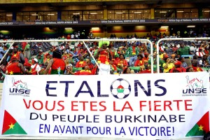 burkina-faso-fans-support-their-4eef-diaporama