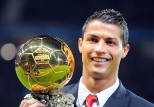 cristiano-ronaldo-gagne-un-deuxieme-ballon-d-or-iconsport_csm_101208_40_03,74023