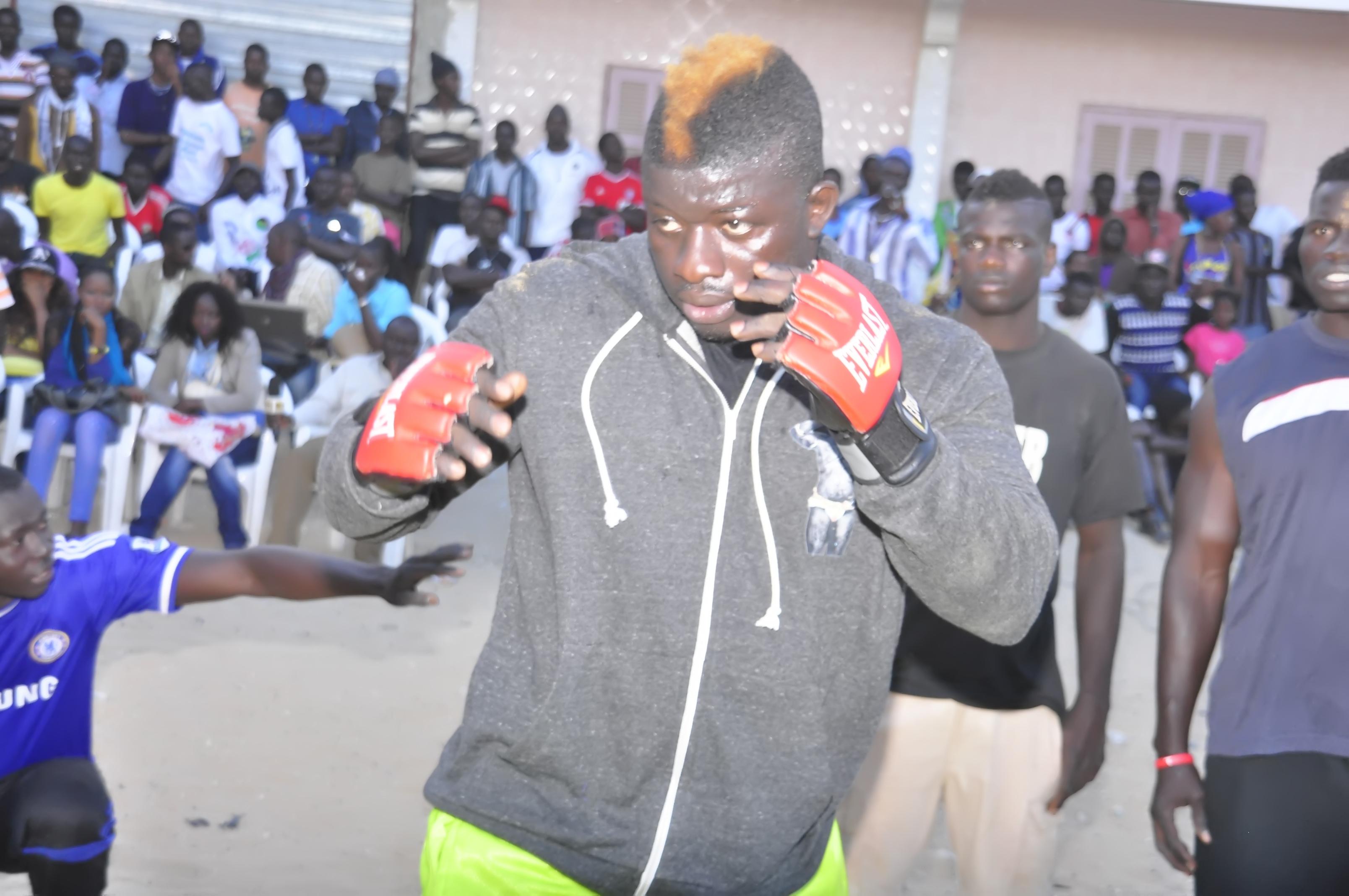 Lutte s n gal zoss gouye gui enfin les comptes sold s for Interieur sport lutte senegalaise