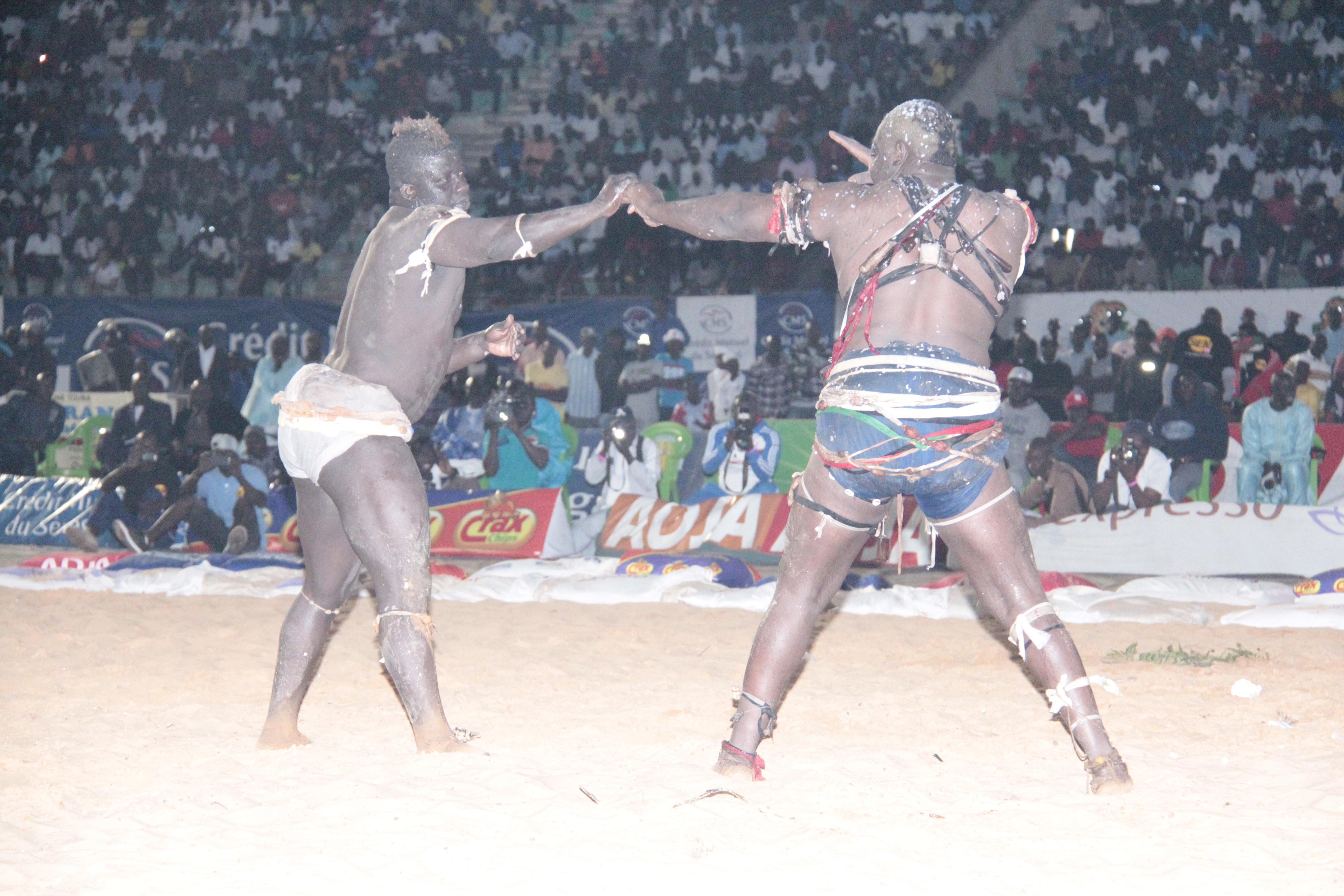 Lutte s n gal ama bald malick niang apr s les mots for Interieur sport lutte senegalaise