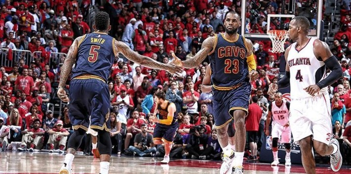 JR Smith & LeBron James 59 points cumulés pour dompter les hawks