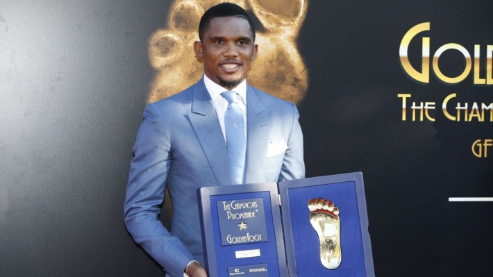 Cameroonian professional footballer Samuel Eto'o poses with his Golden foot prize, during the 2015 Golden Foot Award ceremony in Monaco on September 21, 2015. AFP PHOTO / VALERY HACHE