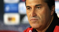 epa03366532 Sporting Braga's head coach Jose Pesseiro attends a press conference at Axa stadium in Braga, northern Portugal, 21 August 2012. Braga will face Udinese Calcio in the UEFA Champions League playoff first leg soccer match on August 22.  EPA/HUGO DELGADO
