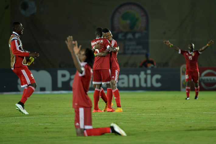 Congo's players celebrate after winning the 2015 African Cup of Nations group A football match between Congo and Burkina Faso in Ebebiyin on January 25, 2015. AFP PHOTO / KHALED DESOUKI