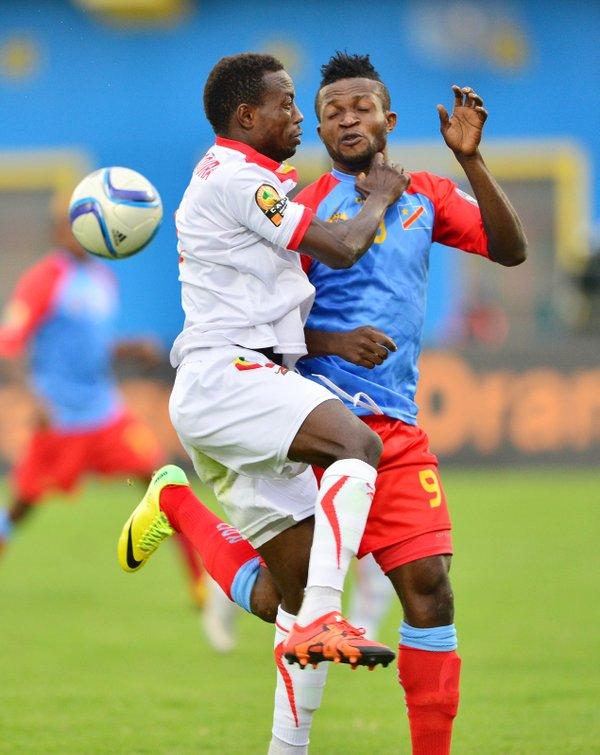 Le combat a été âpre entre les deux équipes jusqu'au bout.