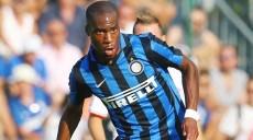 Il centrocampista dell'Inter, Geoffrey Kondogbia, in azione durante la partita amichevole contro il Carpi presso il centro sportivo di Riscone di Brunico (Bolzano), sede del ritiro estivo dei nerazzurri, 15 luglio 2015. ANSA/ELISABETTA BARACCHI