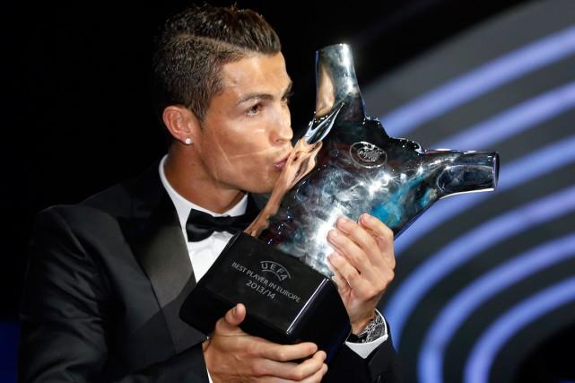 L UEFA a communiqué ce vendredi les noms des trois finalistes pour le titre  de meilleur joueur de la saison 2015-2016. Sans surprise 75b9ca02187c0