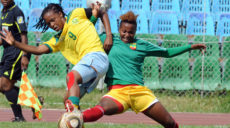 Hiwot Dengiso Buwoli of Ethiopia battles with Amanda Dlamini of South Africa  © Pic Sydney Mahlangu/Backpagepix