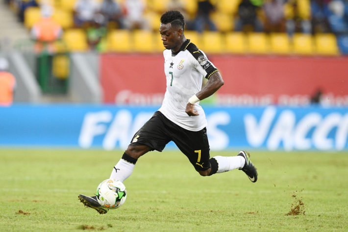 Ghana's midfielder Christian Atsu controls the ball during the 2017 Africa Cup of Nations group D football match between Ghana and Uganda in Port-Gentil on January 17, 2017. / AFP PHOTO / Justin TALLIS