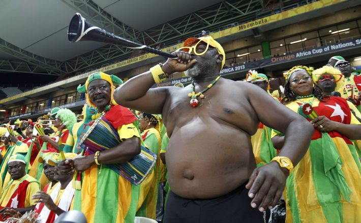 Supporters of Burkina Faso cheer during their African Cup of Nations (AFCON 2013) quarter-final soccer match against Togo at the Mbombela Stadium in Nelspruit, February 3, 2013. REUTERS/Thomas Mukoya (SOUTH AFRICA - Tags: SPORT SOCCER)