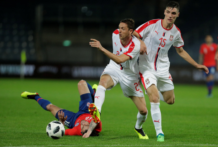 Chile'Äôs Angel Sagal in action with Serbia'Äôs Nemanja Matic