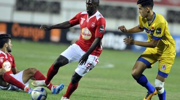 epa05398148 Etoile Sahel's player Bangoura Al khaly (C) in action against Fath Union player Nayef Aguerd (R) during the CAF Champions League group stage, between Etoile Sahel  and Fath Union at Stade Olympique de Sousse, Tunisia, 29 June 2016  EPA/STR