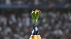 The FIFA Club World Cup trophy is seen on the pitch ahead of the FIFA Club World Cup 2017 final football match between Real Madrid and Gremio FBPA at Zayed Sports City Stadium in the Emirati capital Abu Dhabi on December 16, 2017. (Photo by Giuseppe CACACE / AFP)